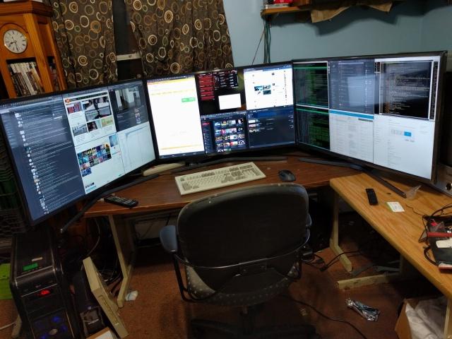 PC_Desk_MultiDisplay98_56.jpg