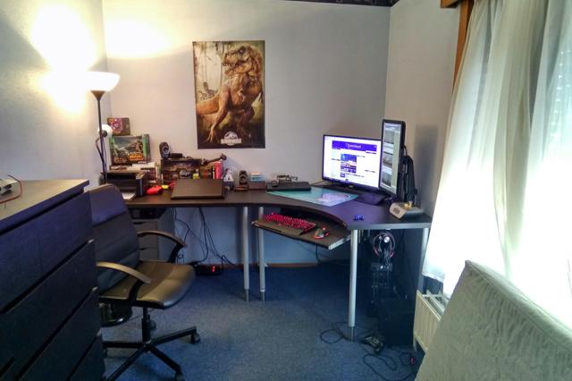 PC_Desk_MultiDisplay98_63.jpg