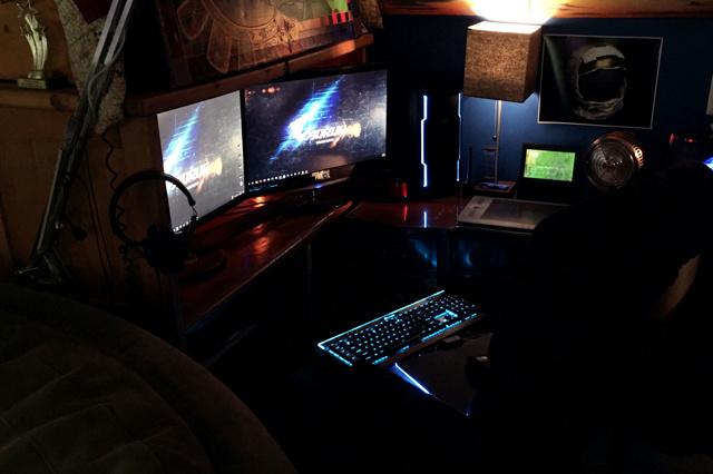 PC_Desk_MultiDisplay98_69.jpg