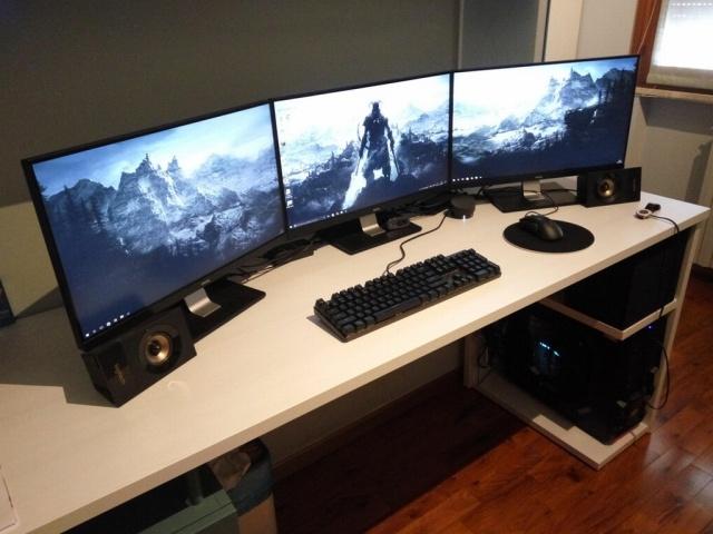 PC_Desk_MultiDisplay98_72.jpg