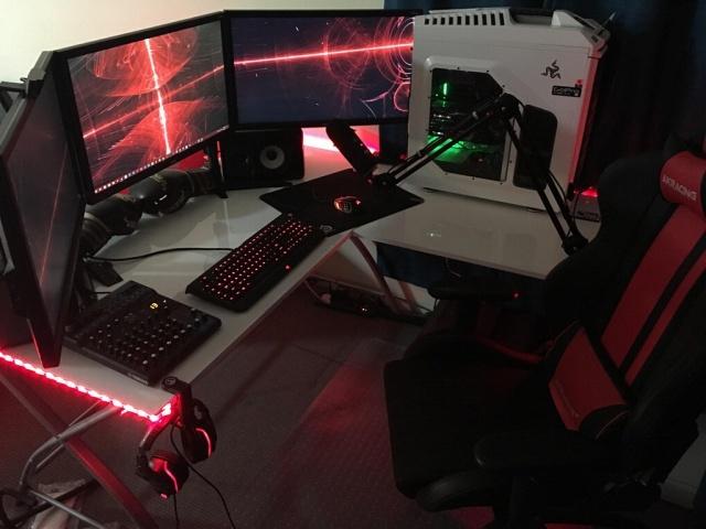 PC_Desk_MultiDisplay98_85.jpg