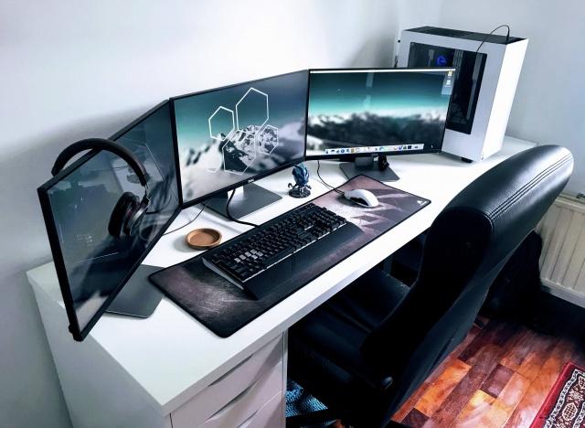 PC_Desk_MultiDisplay98_86.jpg