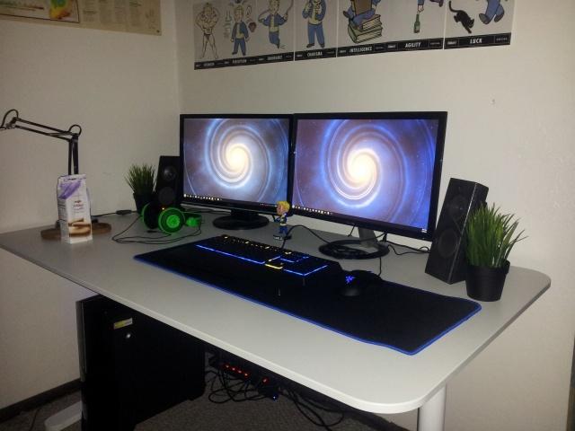 PC_Desk_MultiDisplay98_95.jpg