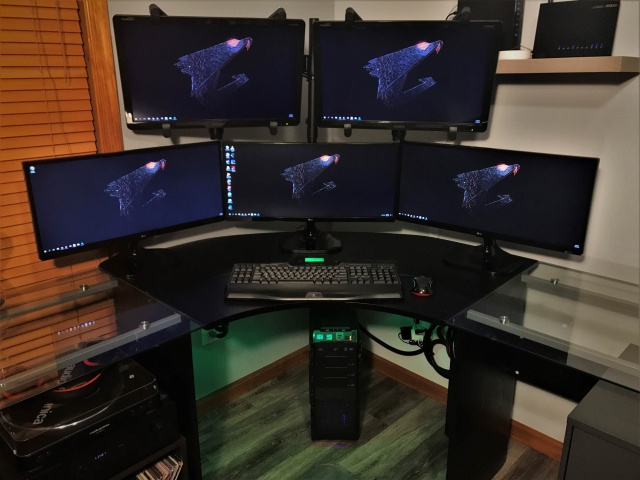 PC_Desk_MultiDisplay99_27.jpg