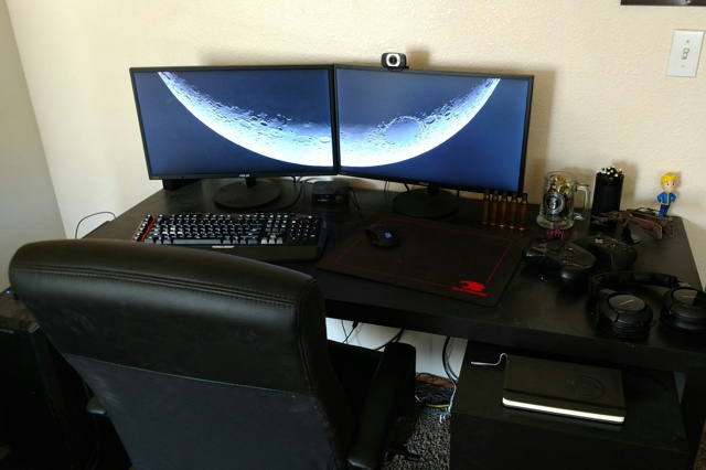 PC_Desk_MultiDisplay99_72.jpg