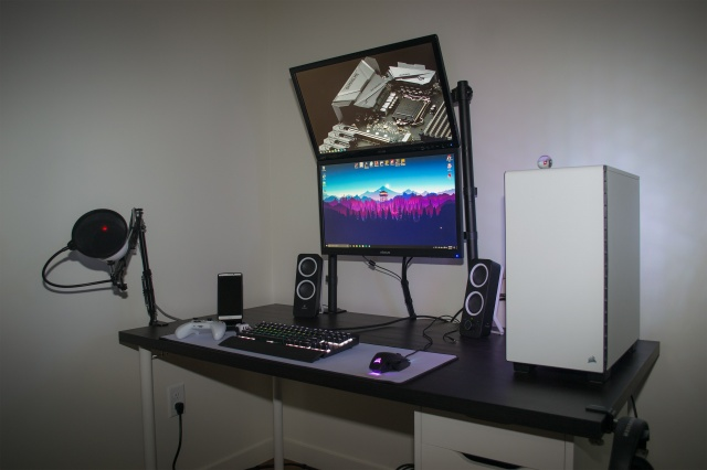 PC_Desk_MultiDisplay99_86.jpg