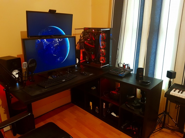 PC_Desk_UltlaWideMonitor19_60.jpg