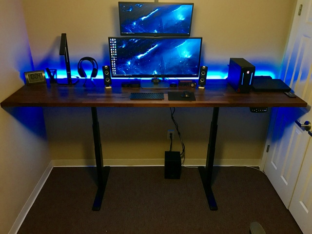PC_Desk_UltlaWideMonitor19_72.jpg