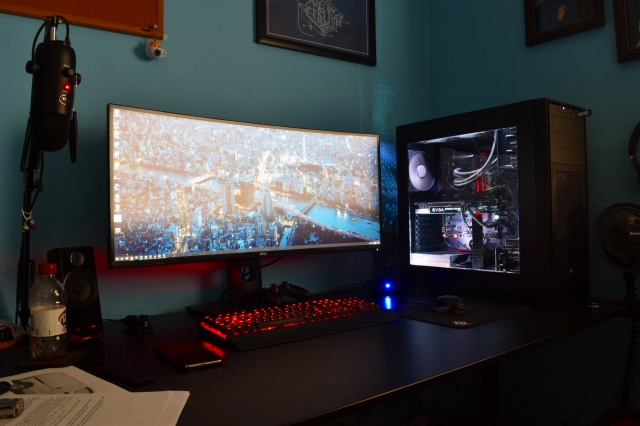 PC_Desk_UltlaWideMonitor19_89.jpg