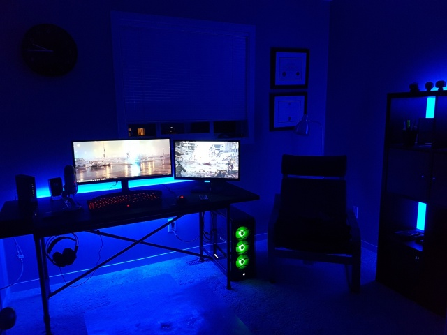 PC_Desk_UltlaWideMonitor21_03.jpg