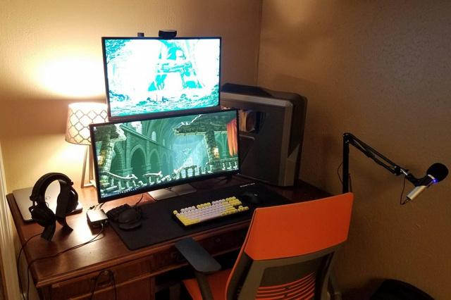 PC_Desk_UltlaWideMonitor21_08.jpg