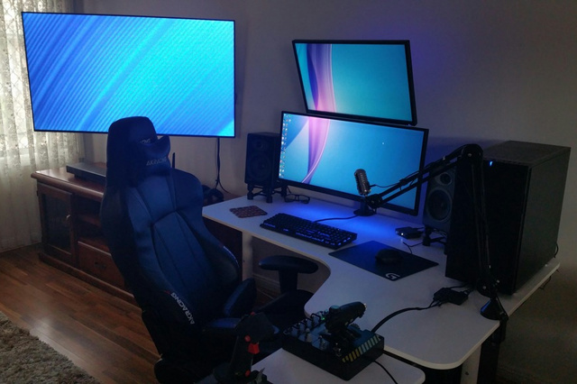PC_Desk_UltlaWideMonitor21_12.jpg