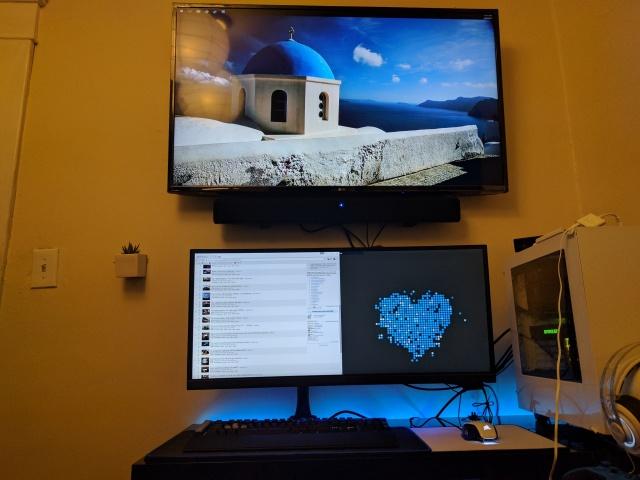 PC_Desk_UltlaWideMonitor21_15.jpg