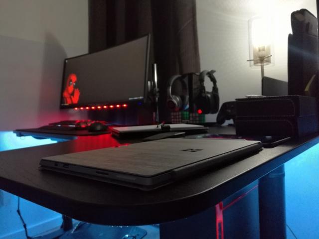 PC_Desk_UltlaWideMonitor21_34.jpg
