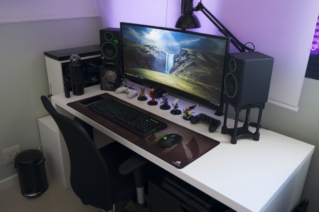 PC_Desk_UltlaWideMonitor21_36.jpg