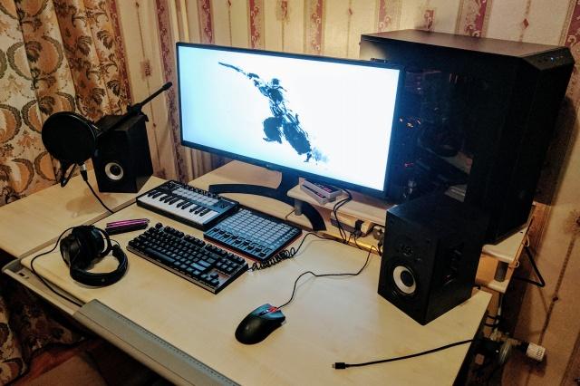 PC_Desk_UltlaWideMonitor21_40.jpg