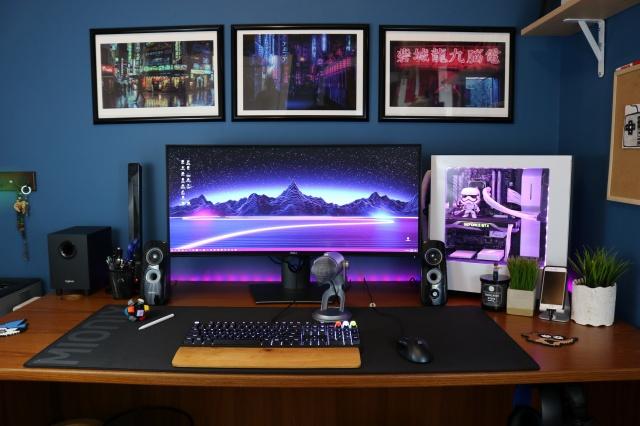 PC_Desk_UltlaWideMonitor21_43.jpg