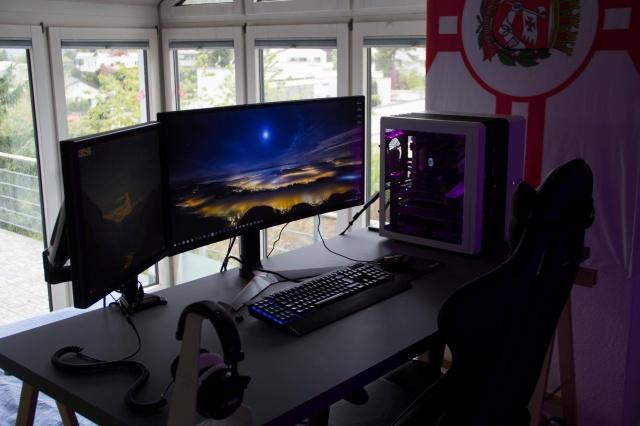 PC_Desk_UltlaWideMonitor21_50.jpg
