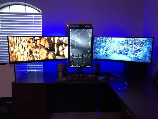PC_Desk_UltlaWideMonitor21_52.jpg