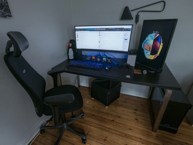 PC_Desk_UltlaWideMonitor21_70.jpg