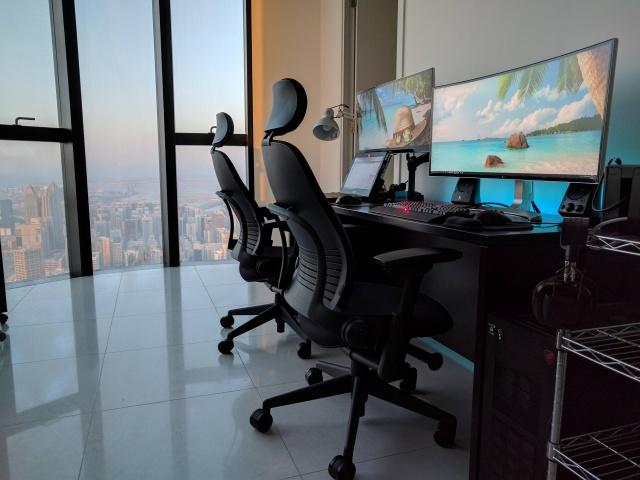 PC_Desk_UltlaWideMonitor21_76.jpg