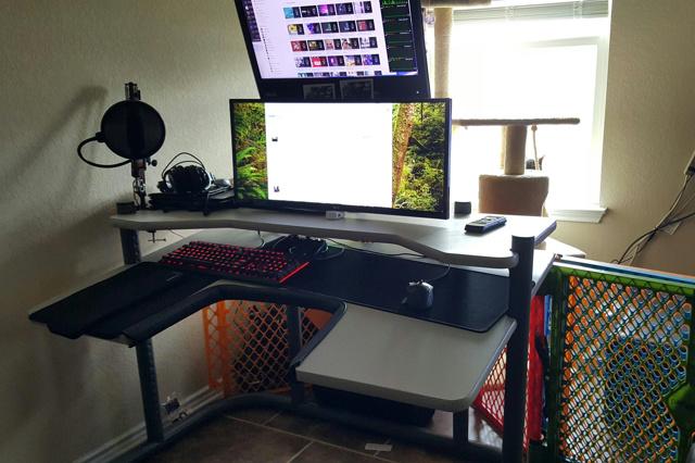 PC_Desk_UltlaWideMonitor21_77.jpg