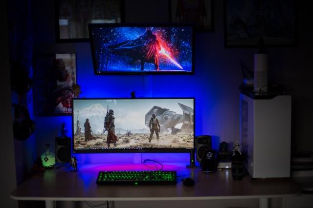 PC_Desk_UltlaWideMonitor21_81.jpg