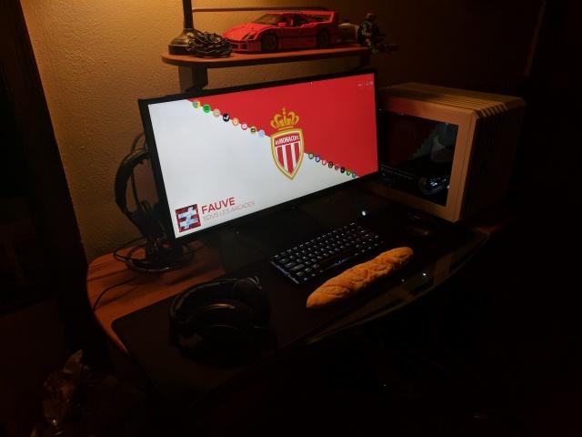 PC_Desk_UltlaWideMonitor21_85.jpg