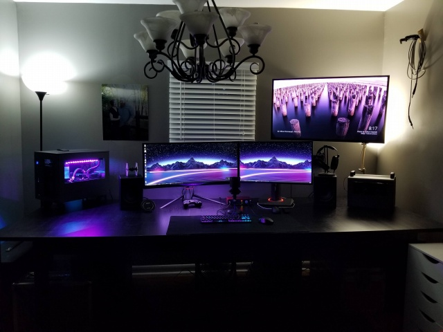 PC_Desk_UltlaWideMonitor22_06.jpg