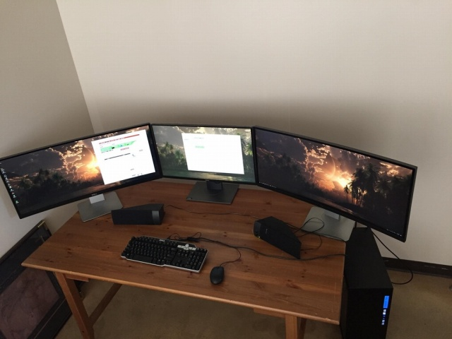 PC_Desk_UltlaWideMonitor22_29.jpg