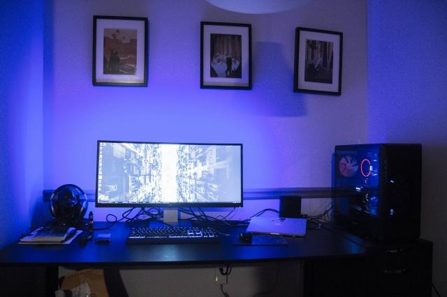 PC_Desk_UltlaWideMonitor22_44.jpg