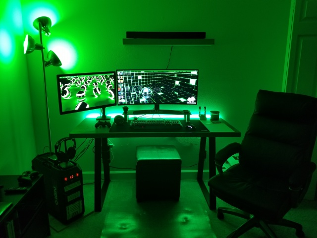 PC_Desk_UltlaWideMonitor22_75.jpg
