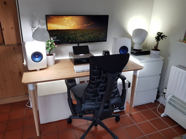 PC_Desk_UltlaWideMonitor22_91.jpg