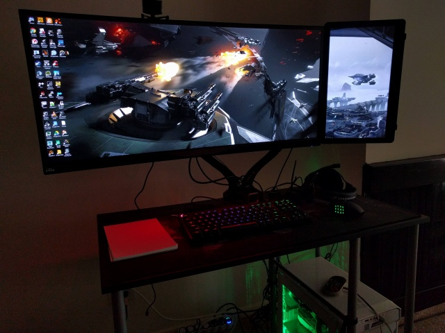 PC_Desk_UltlaWideMonitor22_96.jpg