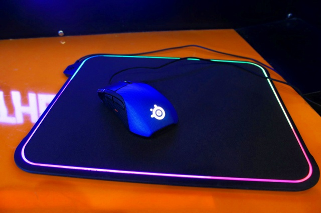 SteelSeries_QcK_Prism_15.jpg