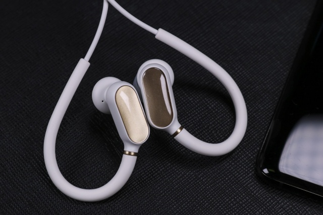 Xiaomi_Bluetooth_Earphones_Mini_02.jpg