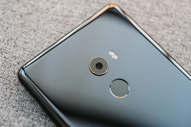 Xiaomi_Mi_MIX2_08.jpg
