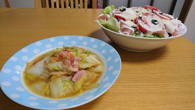 炒め物とサラダ