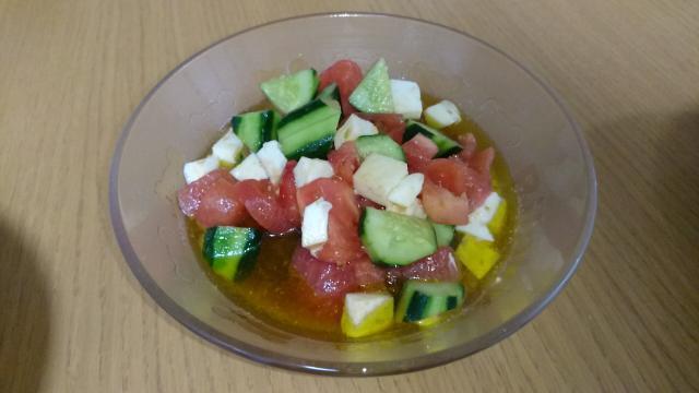トマトときゅうりのモッツァレラチーズサラダ