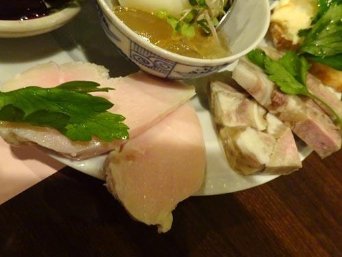 06自家製鶏ハム豚の耳と舌のテリーヌ