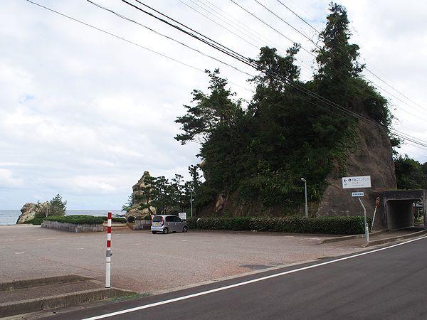 恋路海岸駐車場