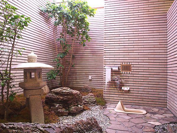 呼鳥門のトイレ