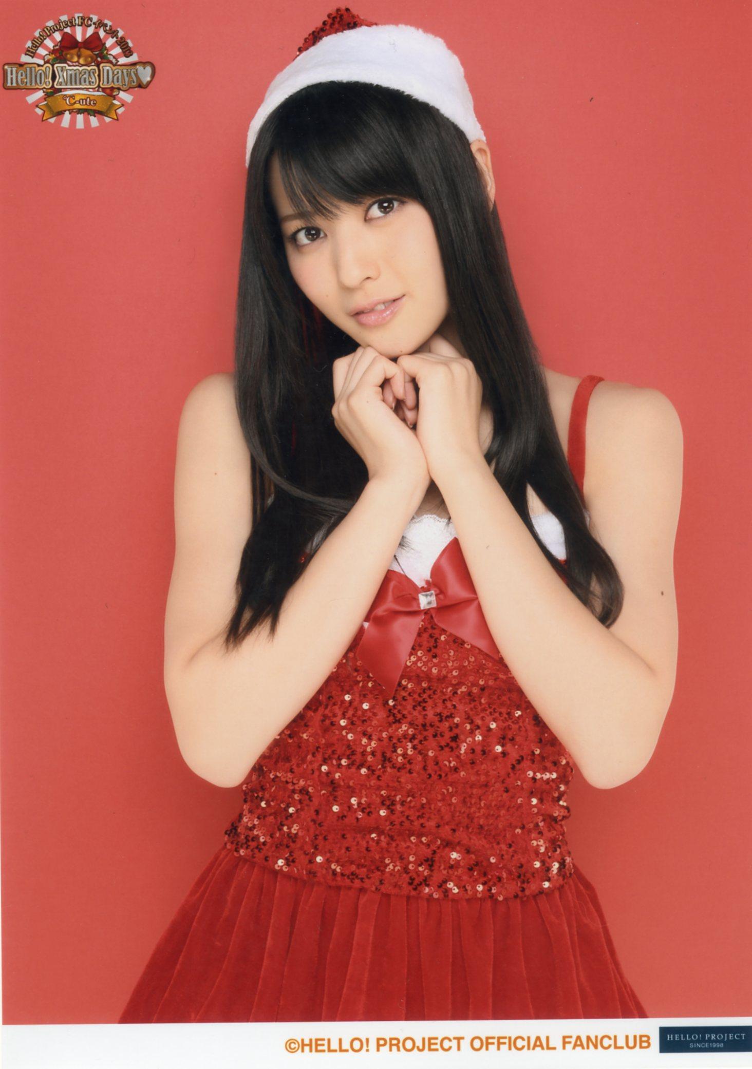 胸元に赤のおリボン付き赤のクリスマスワンピ 矢島舞美 1