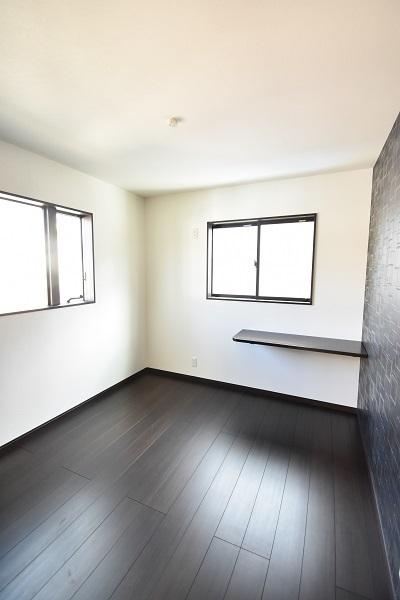 二階 個室 造りつけの棚