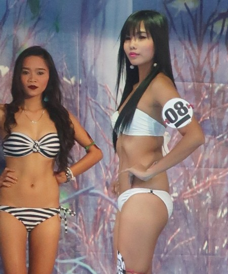 swimsuit contest by 4 bars (83)