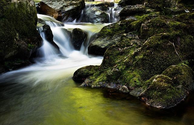 waterfall-204398_640.jpg
