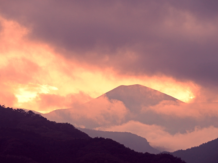 雲照小富士