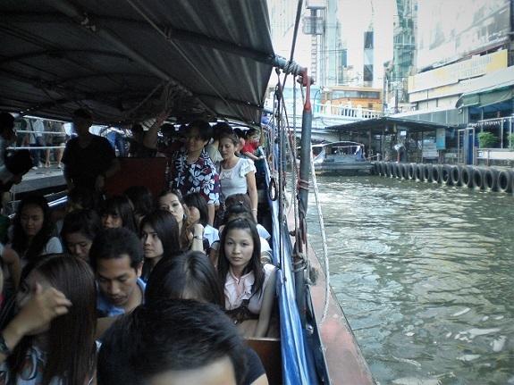 101 運河の通勤船