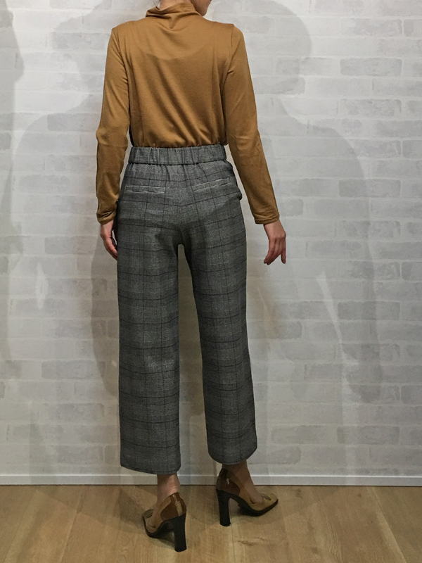 ボンシェルのカウルネックのウールTシャツとパシオーネの起毛素材の暖かいガウチョパンツ