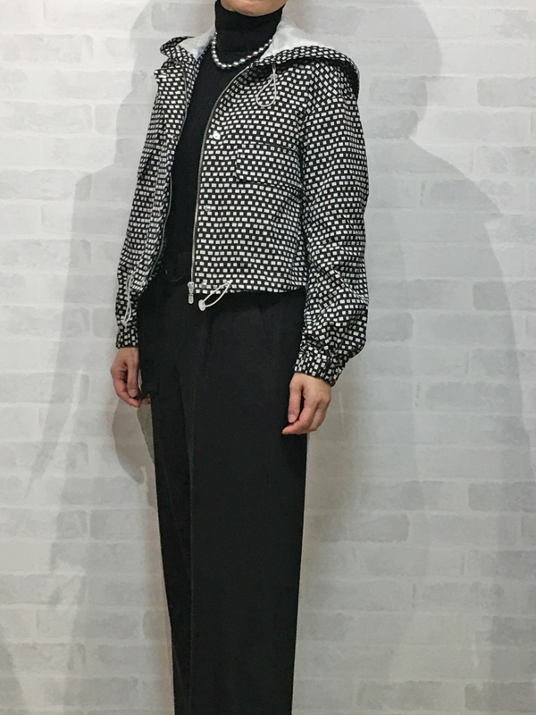 コユキの白黒ジャカードのフード付きジャケット